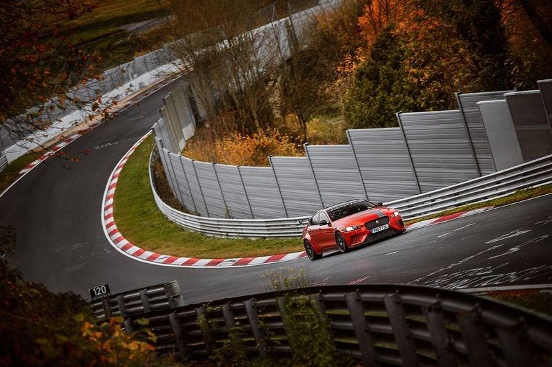 ジャガー XE SV PROJECT 8が量産型4ドアサルーン最速タイム樹立 ニュルブルクリンク北コース
