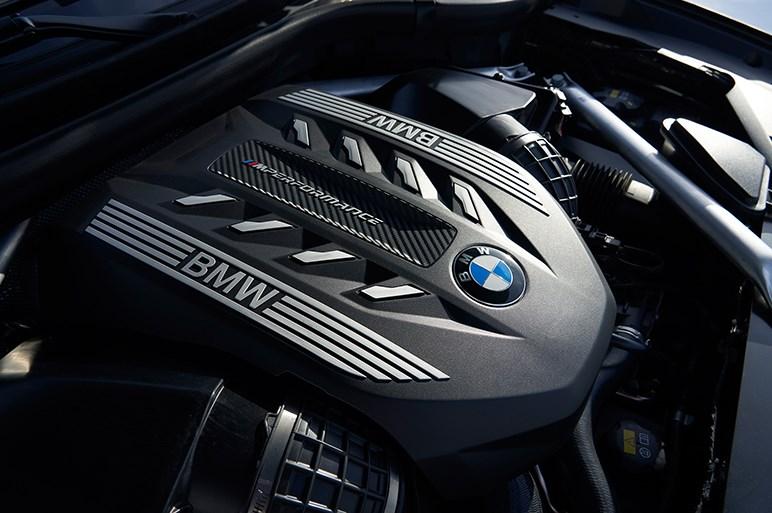 独BMW、新型「X6」を初公開。先代よりロー&ワイドに進化