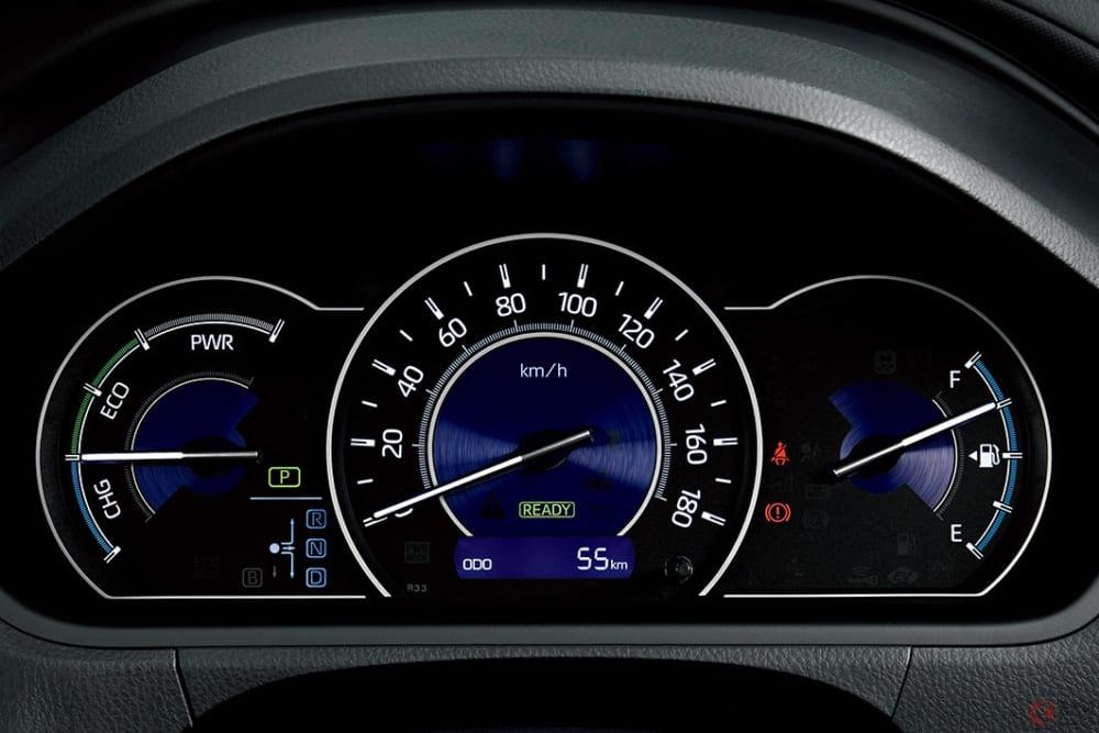 人気ミニバン、セレナとヴォクシー買うならどっち? サイズ感や使い勝手、燃費をチェック!
