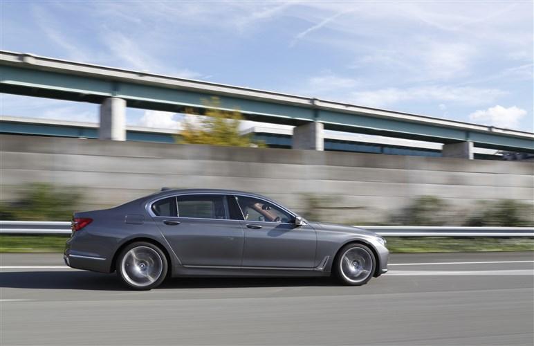 新型 BMW 7シリーズに試乗。ハイテクとぶれない哲学がそこにはある