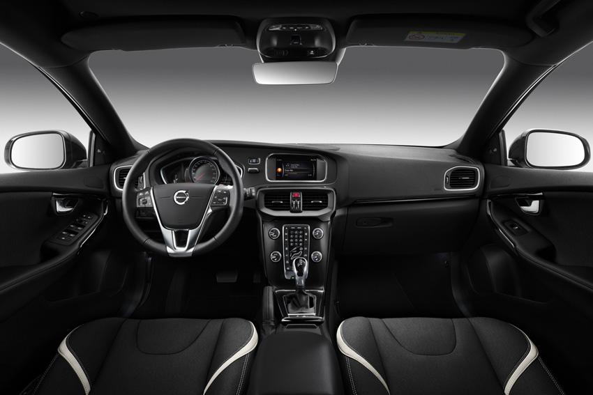 ボルボ「V40」ディーゼルモデルに大人でワイルドなハイセンス限定車「ダイナミック エディション」登場