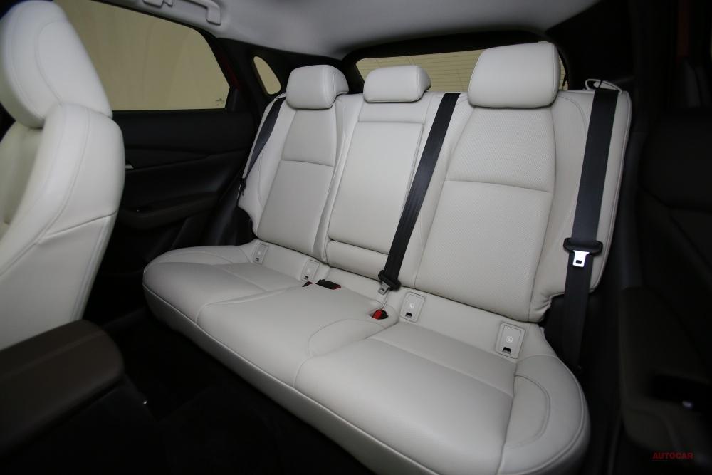 マツダ新型CX-30、日本発売へ 新SUVの価格/サイズ/内装/CX-3との違い