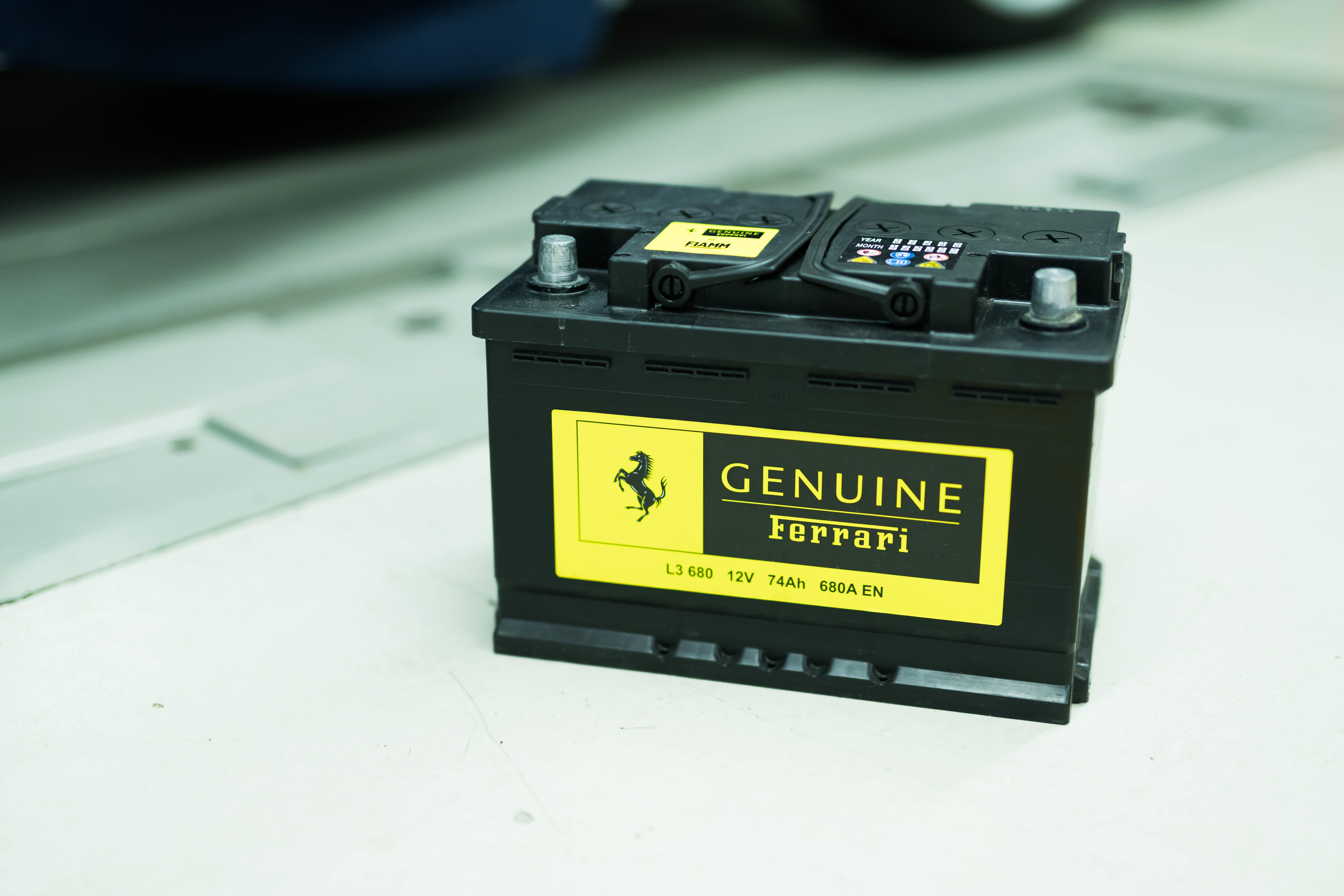 29歳、フェラーリを買う──Vol.31 バッテリー交換で爆発の危険性発覚!?