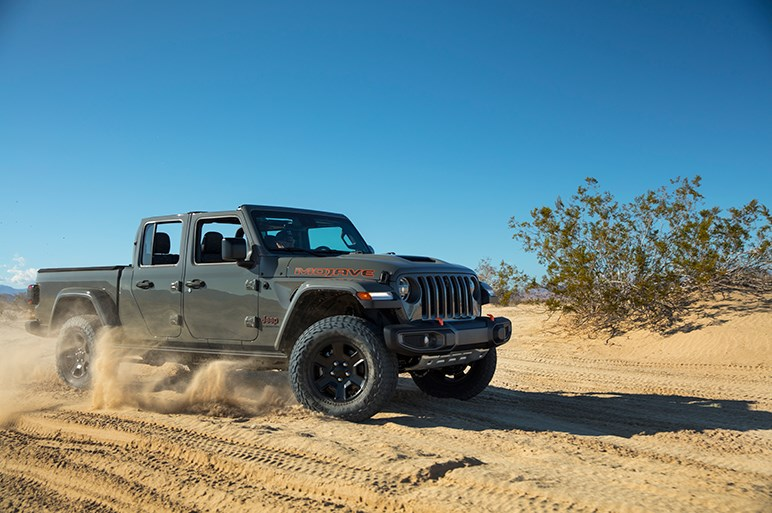 超ワイルドなジープのピックアップに砂漠に特化した新モデル。「グラディエーター・モハベ」登場