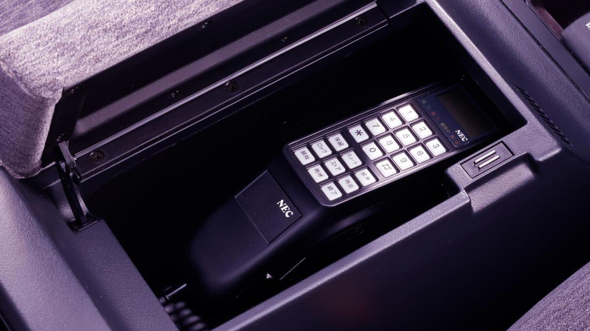 自動車電話からおしぼり器まで、バブル期にあった変わり種なクルマ装備とオプションパーツ