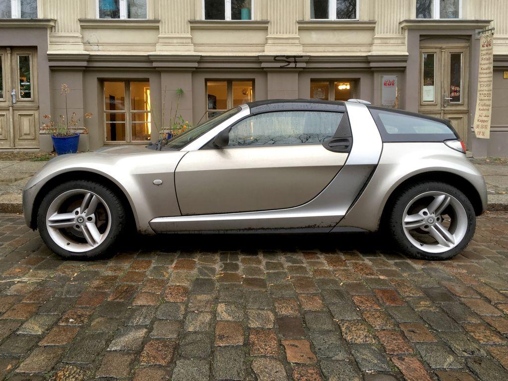 非力だけど運転が楽しく、そしてなにより安価!ドイツ生まれのユニークなライトウェイトスポーツ、スマート・ロードスター・クーペ