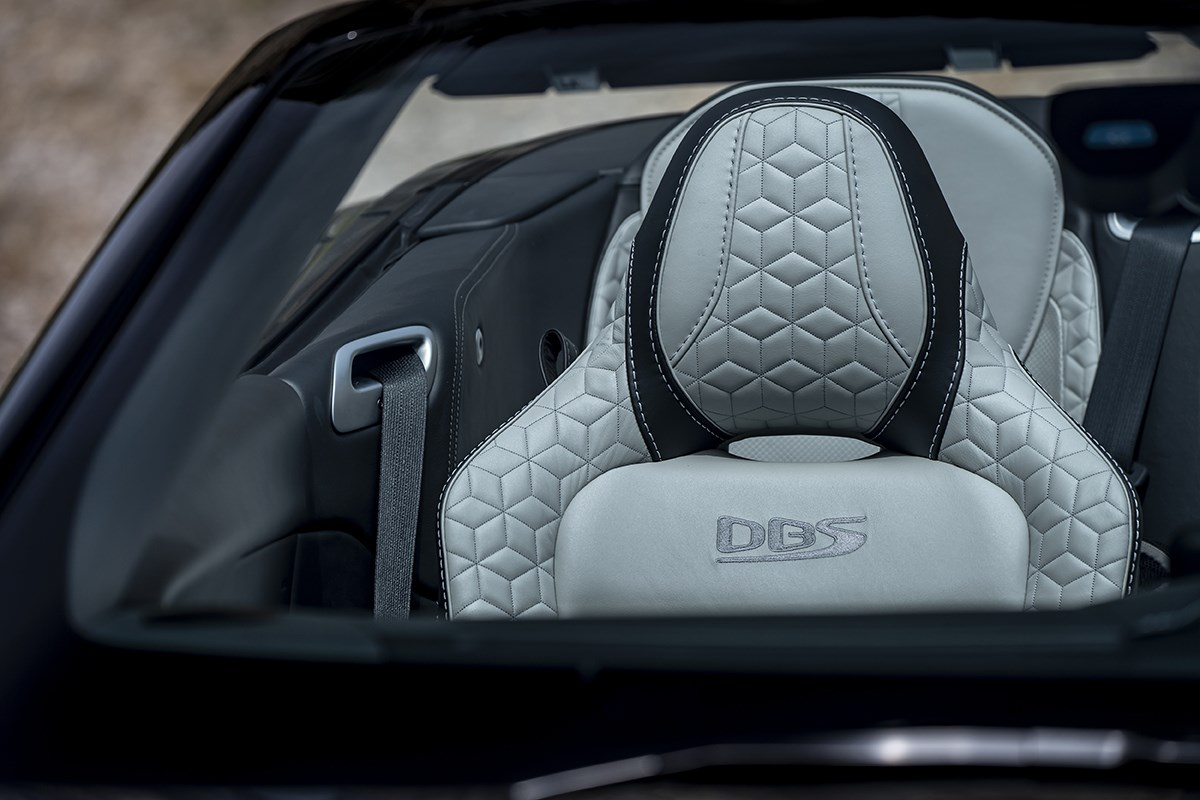 アストンマーティン、SUVの「DBX」や、「DBSスーパーレッジェーラ ヴォランテ」を東京オートサロンで披露