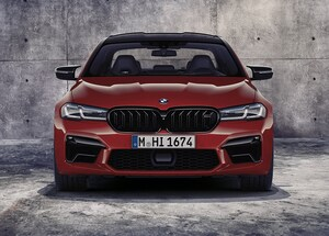 BMW、超高性能サルーンM5の改良モデルを欧州で発表
