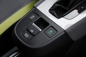 信号待ちで足がフリーになる! オートホールド機能がコンパクトカーに普及拡大中