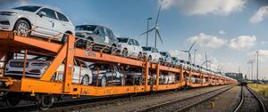 ボルボが生産車の輸送をトラックから鉄道にシフト。環境負荷の低減は生産車の電動化だけでなくロジスティックスも