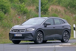 【スクープ】市販モデルのデザインが見えた? 新型EVの「フォルクスワーゲンID.4」が路上テスト!