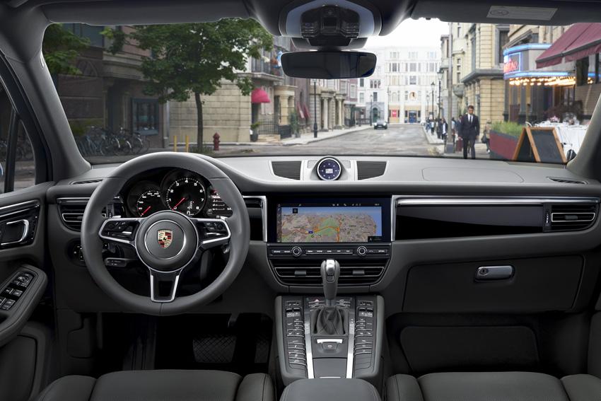 ポルシェ、パリモーターショーで発表された新型「マカン」予約受注を開始