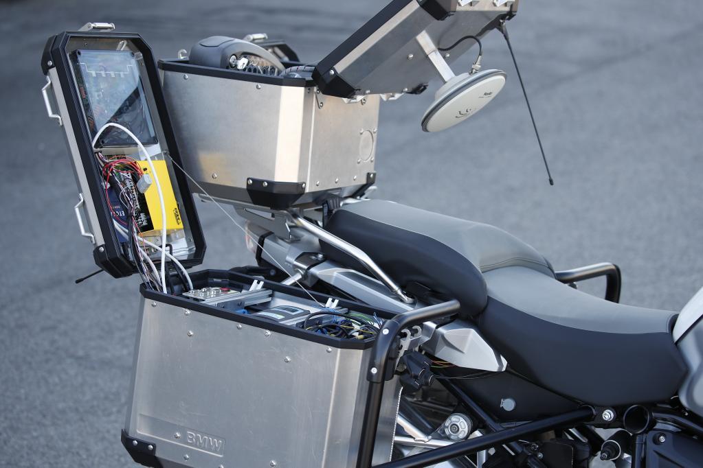 【動画】R1200GSが無人で走ってる!? BMWが自律走行バイクの分野に参入!