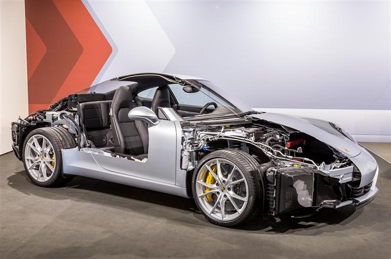 遂にターボ&4WS化された新型911カレラ&カレラSに同乗インプレ