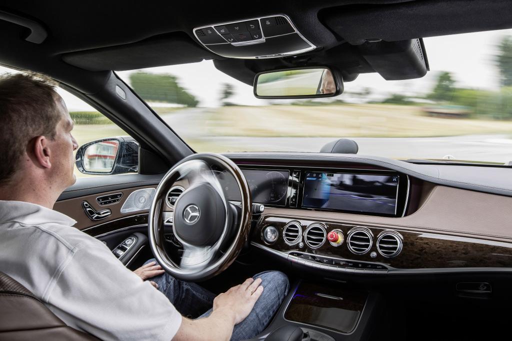 未来のクルマ「自動運転車」に賛否両論! 高齢者や障がい者の自由な移動も考えた開発を!