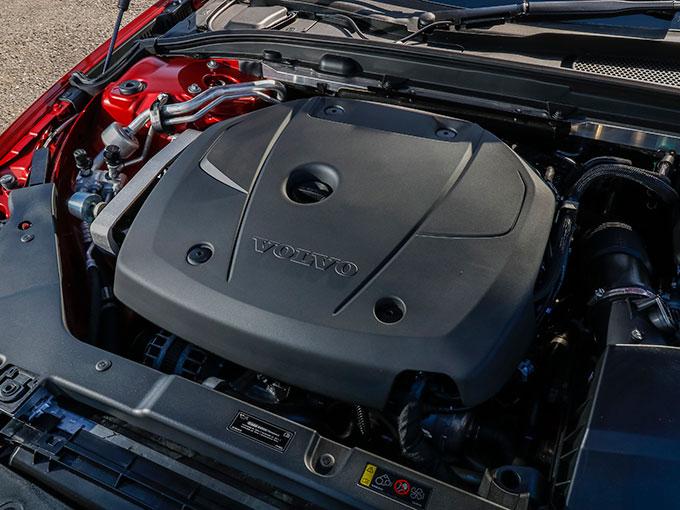 【試乗】新型 ボルボ S60|スポーティさとコンフォートな乗り心地を両立したボルボのフラッグシップセダン