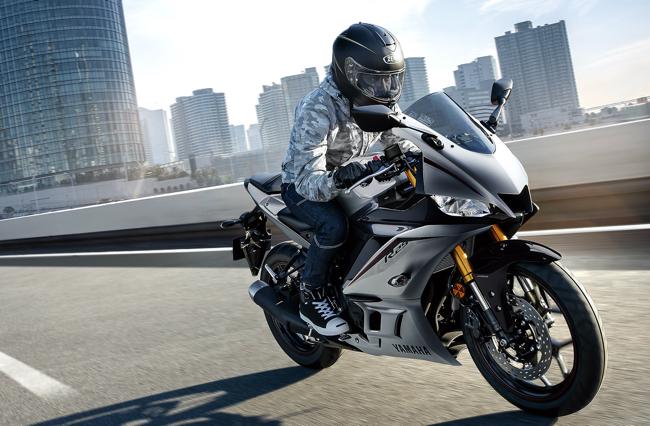 MotoGPマシン「YZR-M1」のDNAを継承するヤマハのライトスポーツマシン「YZF-R25/R3」