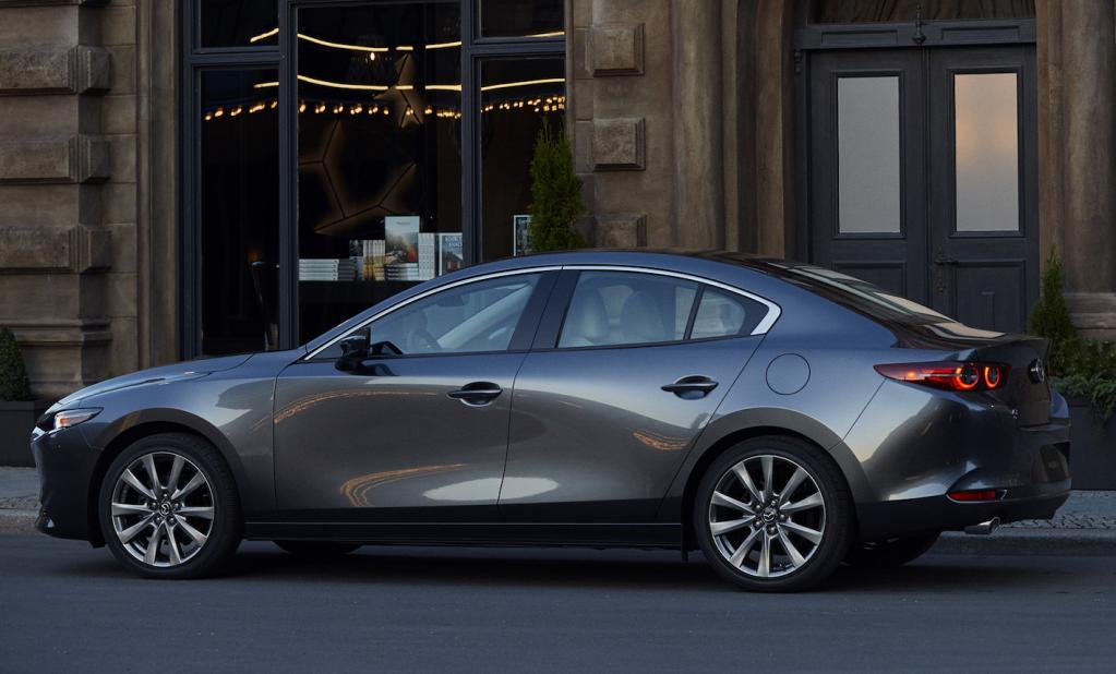 「いいセダンが出ましたね」。Mazda3のデザインをスバルの前デザイン部長難波治教授が語る 4ドアセダン編