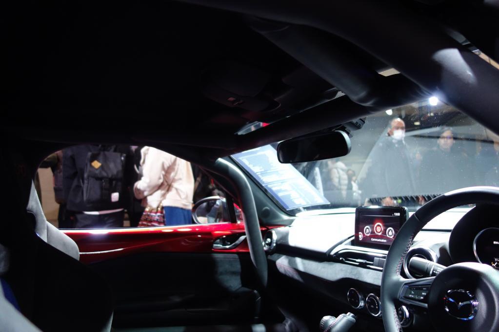 NDロードスターにハードトップを装着すればロールバーなしでもサーキット走行はOK? 【東京オートサロン2019】