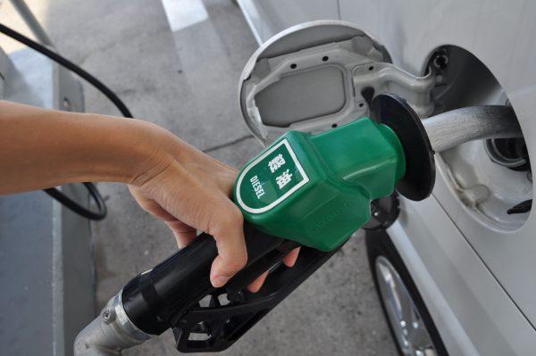 【軽だから安い軽油?!】軽油とガソリン、入れ間違えたらどうする? どうなる?