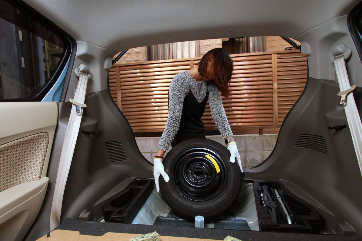 最近搭載車が増えるパンク修理キットでは対応できないケースも! テンパータイヤのメリットとは
