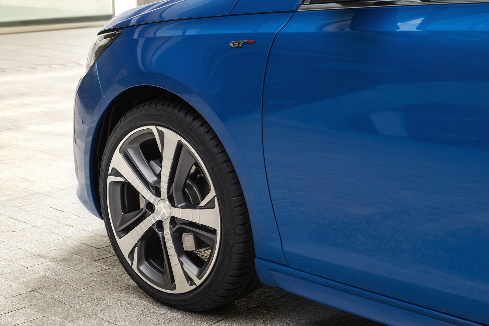 プジョー、308を本国でマイナーチェンジ デザインを部分変更&装備を充実
