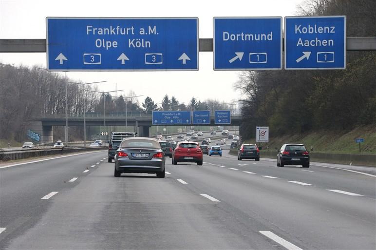 パサートGTEでアウトバーンを疾走。北ドイツ~スイス・ジュネーブ1000kmを弾丸ドライブ