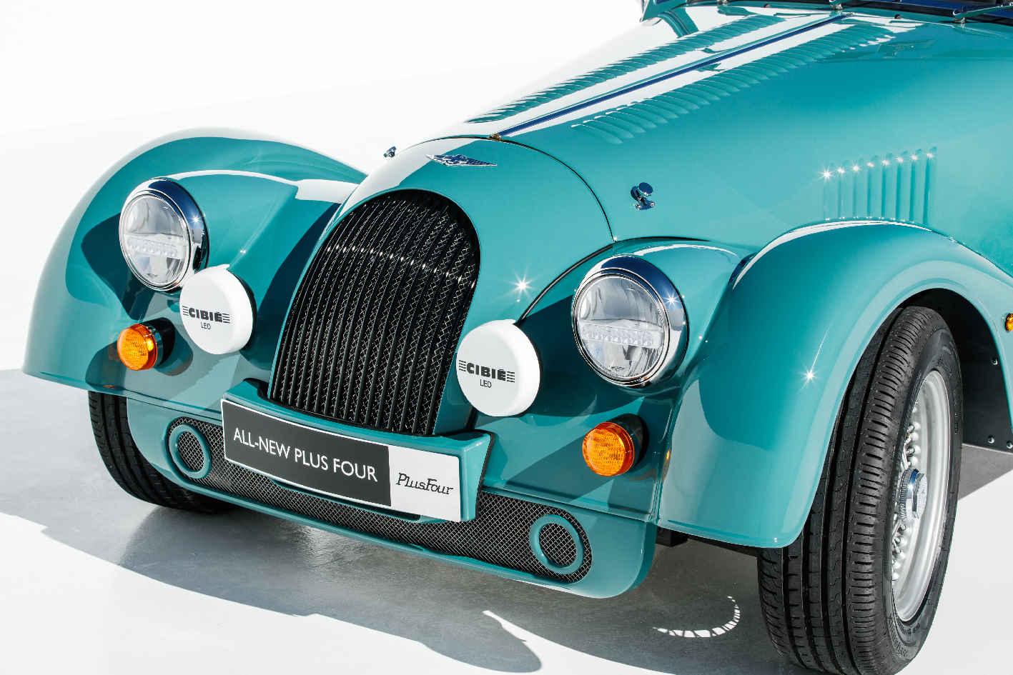 BMWの心臓を持つクラシックスポーツ!モーガン プラスフォーのストイックさは変わらない