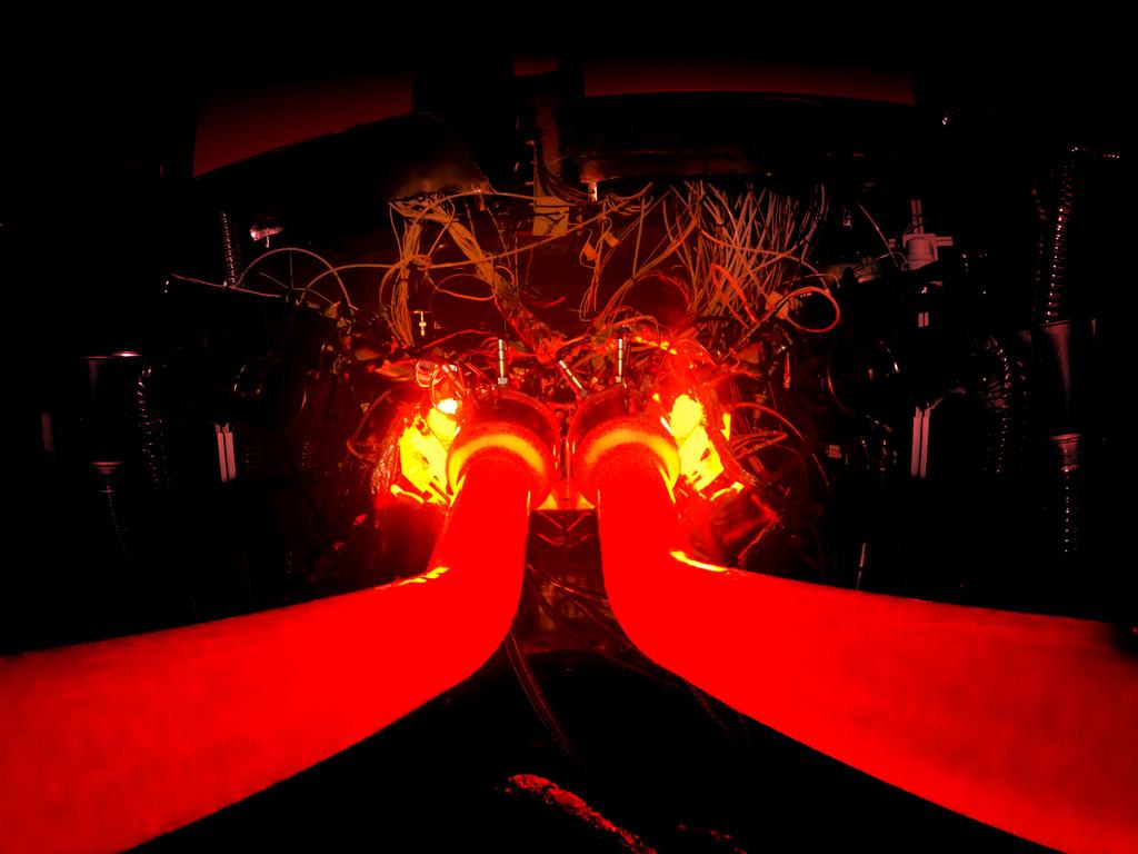 アストンマーティンが「ヴァルハラ」に搭載する新しいV6エンジンを公開!