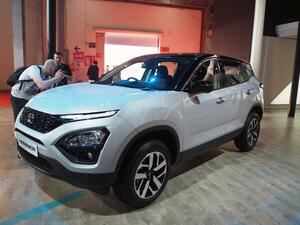 AUTO EXPOでインド車メーカーTATAがハリアーを出展! 同じSUVだがトヨタのパクリ?