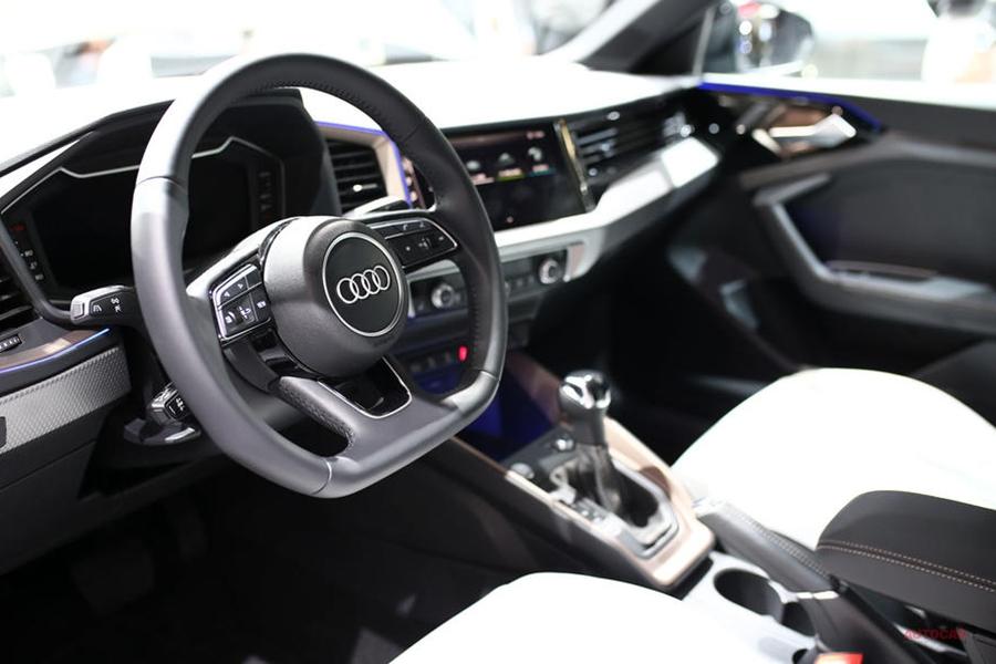 実車 アウディSQ2 300psのコンパクトSUV パリ・モーターショー
