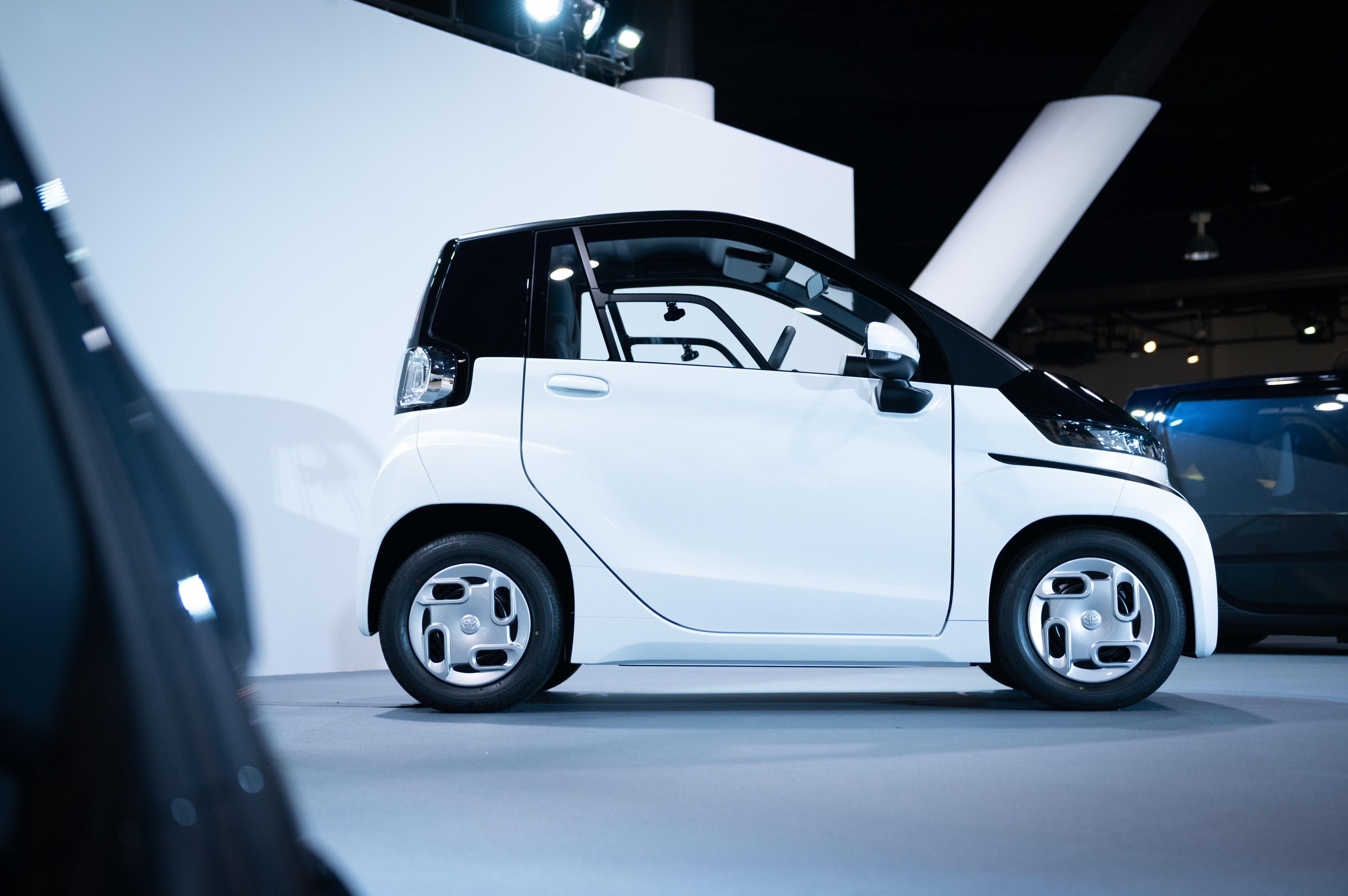 トヨタの超小型EVがチョロQみたいだ! 新型ふたり乗りEV登場