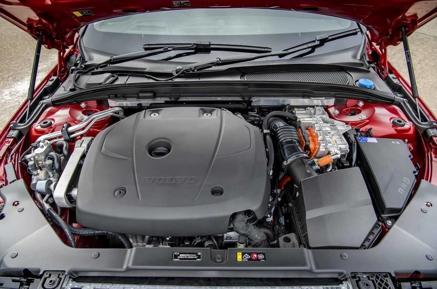 ボルボ最速の加速力 ボルボS60 T8ツインエンジンに試乗 PHEV 303ps+87ps