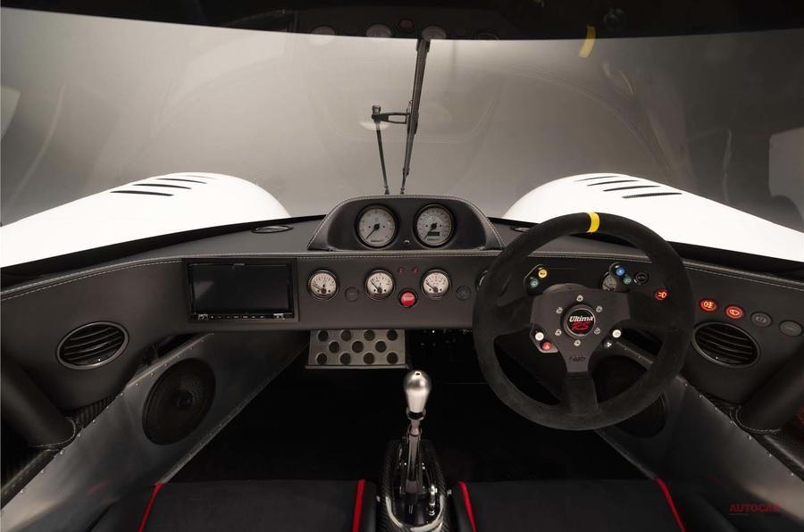 新型アルティマRS 1200ps超え、公道走行できるスーパーカー ポルシェの6MT搭載