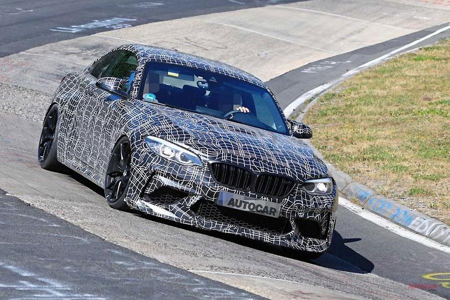 BMW 新型車「M2 CS」を、ニュルでテスト ポルシェ718ケイマンGT4に対抗