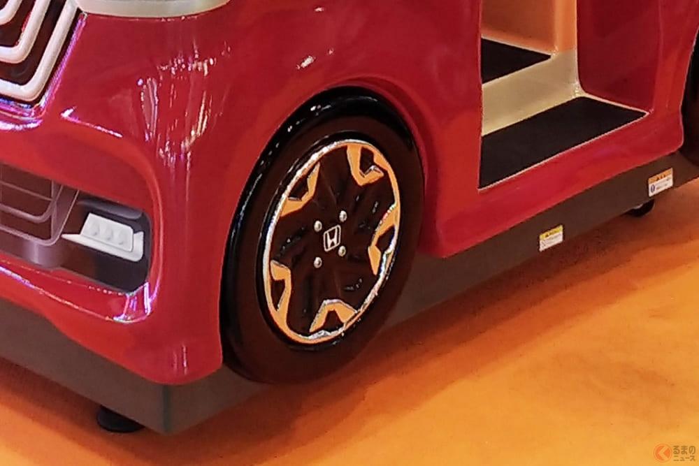 なぜホンダ「N-BOX」? 親子で交通ルール学べるゲーム機がショッピングセンターに登場