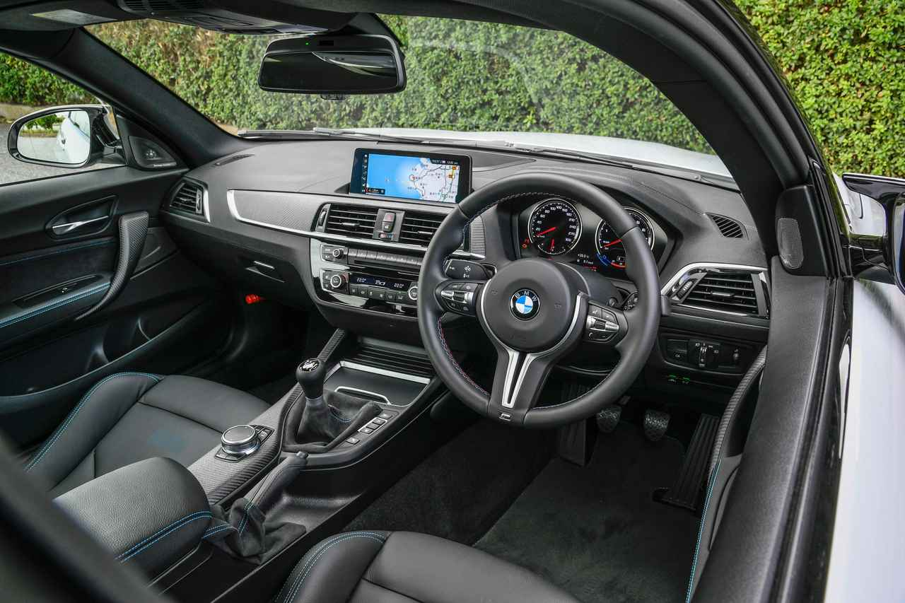 【検証】BMW M2 クーペとM2 コンペティションはどこがどう異なるのか?