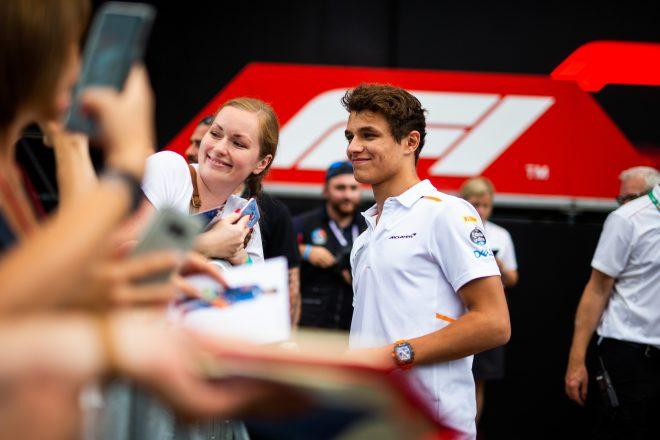 マクラーレンF1、レース休止期間中にファンを楽しませる「新たな創造的なプラン」を検討