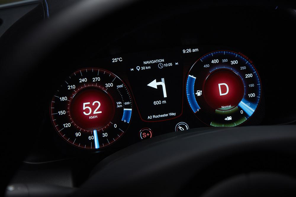 0~100km/h加速は4.2秒、80~112km/hの中間加速はわずか1.5秒!アストンマーティンが電気自動車「Rapide E」の市販モデルを公開