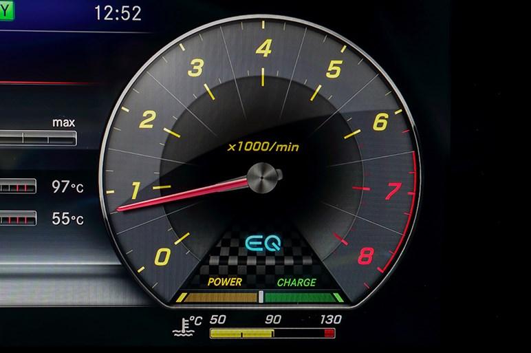 富士を走ってわかったメルセデスAMGの最新63&53シリーズのたしなみ方
