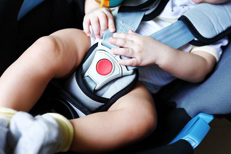 【夏の運転トラブル注意】あっという間に命の危機、子供の車内放置を見つけたときの対応とは