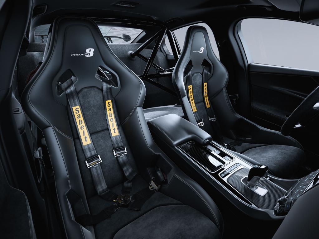 【ジャガー史上最強】最高速度 322km/hを誇る「XE SV PROJECT 8」受注開始。