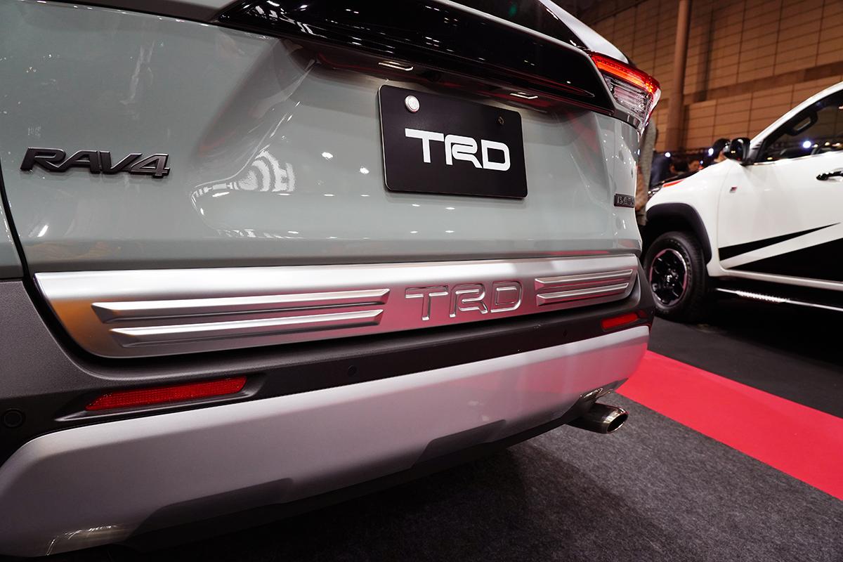 TRDがRAV4のリフトアップ提案! 総額100万をかけた「フィールドモンスター」とは【東京オートサロン】