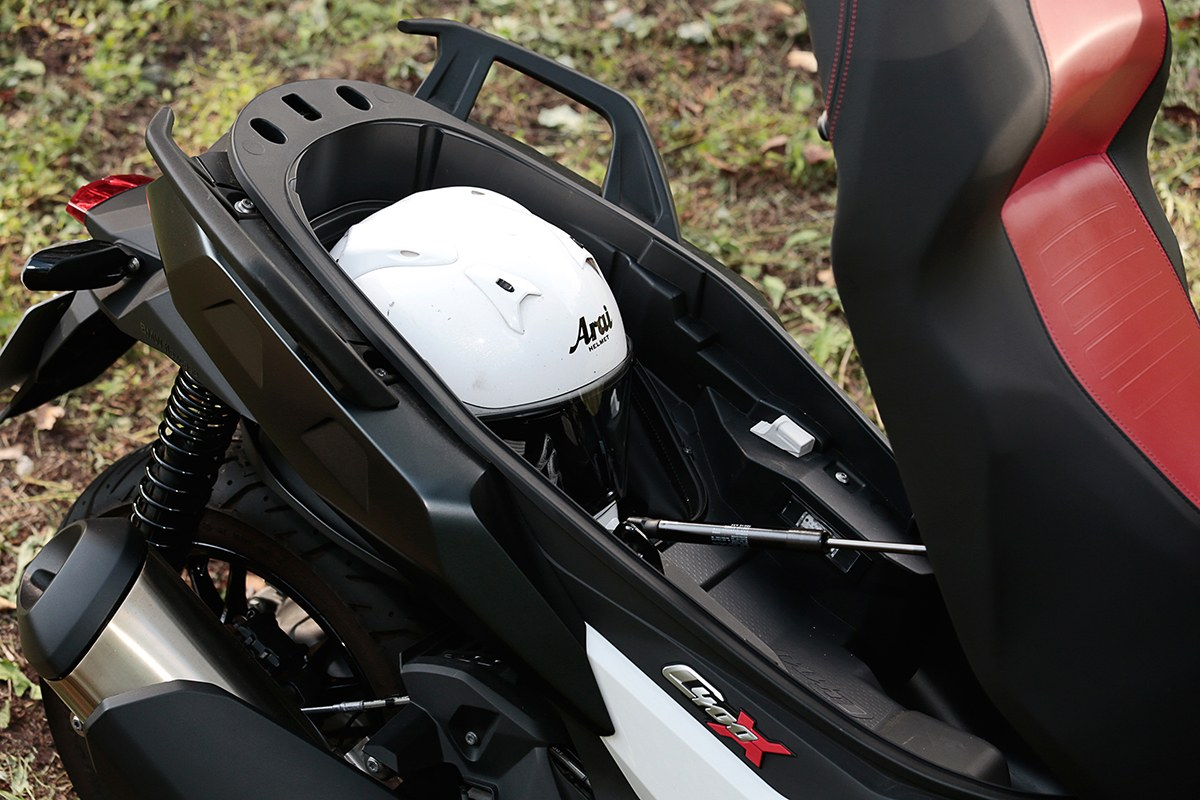 """「普通二輪免許」で乗れるBMWスクーター。そこに""""駆け抜ける歓び""""はあるか?"""