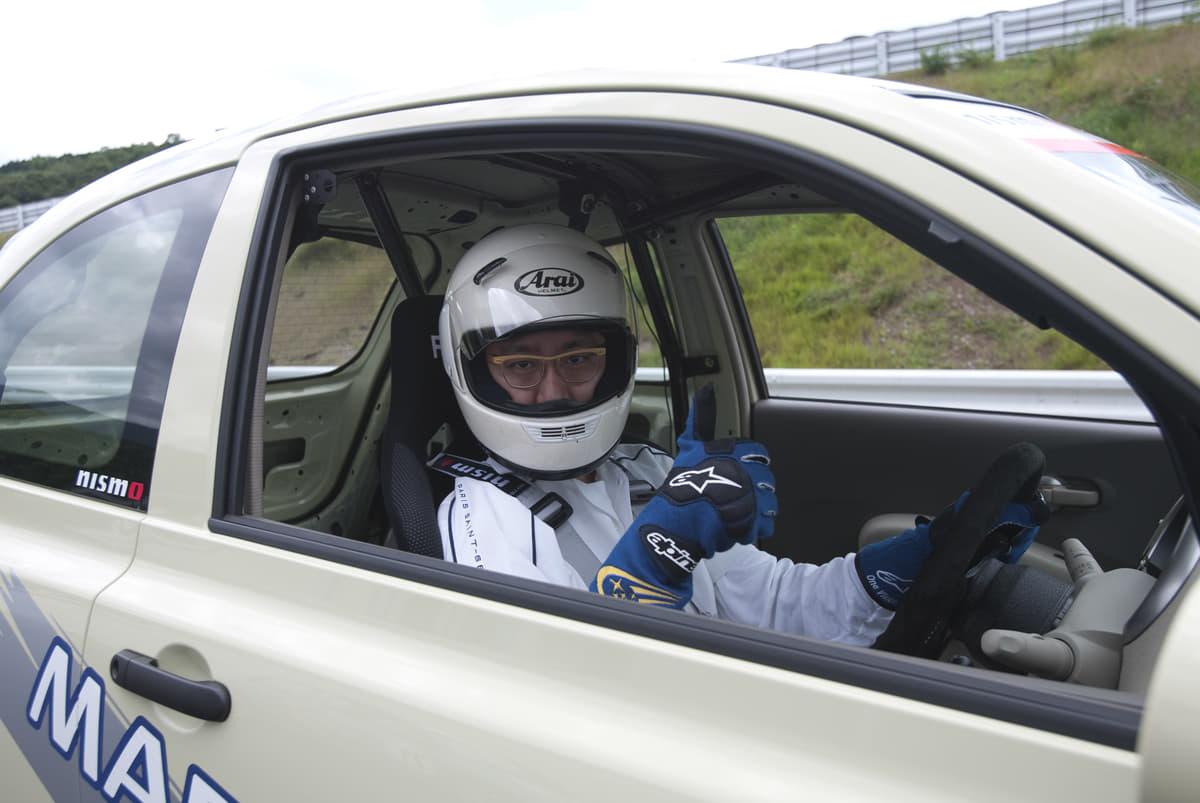ヘルメットや4点式シートベルトは違反? サーキット走行の安全装備は公道で使用してもいいのか