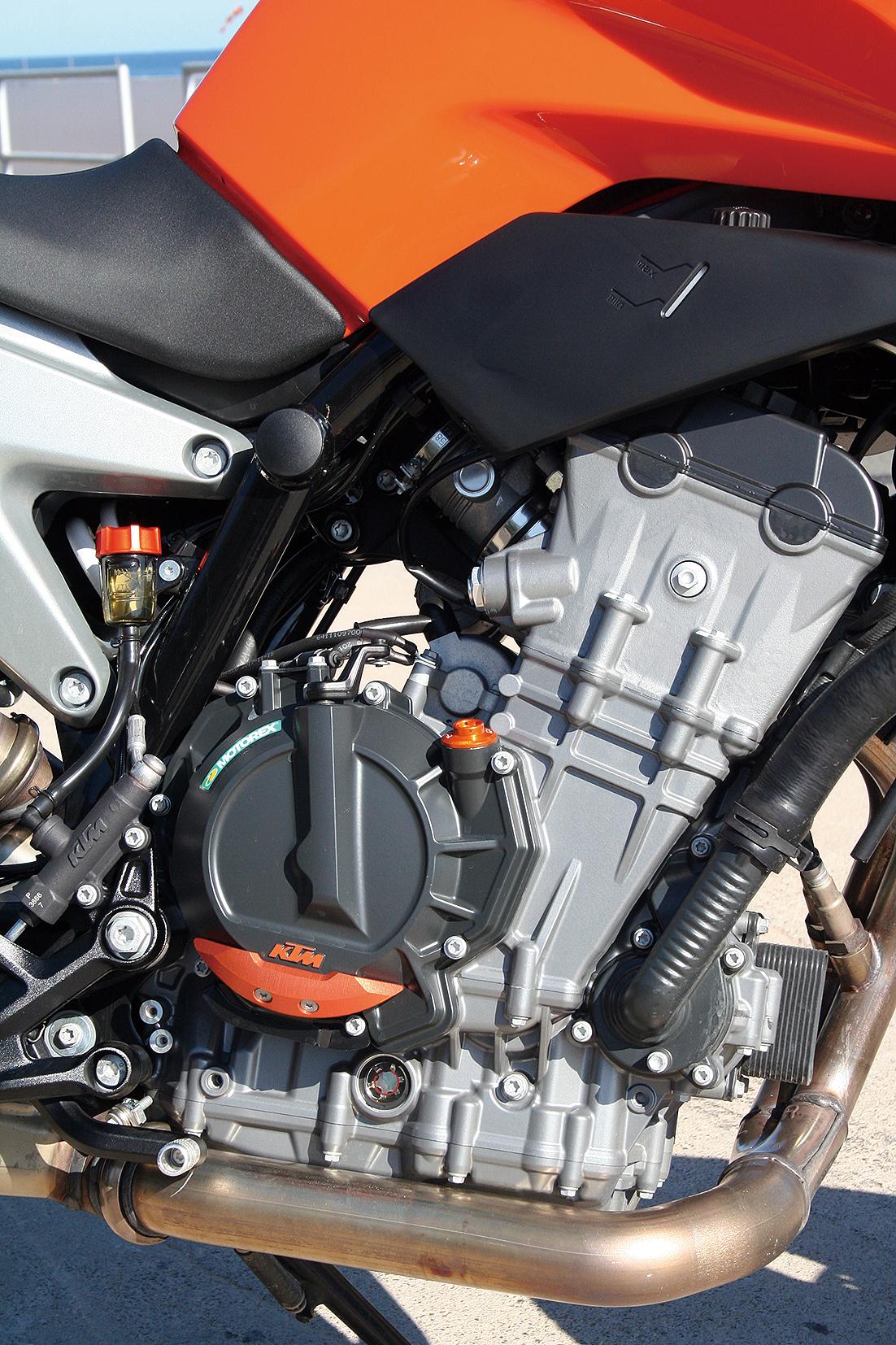 今、注目したい2基のエンジン KTM vs Triumph