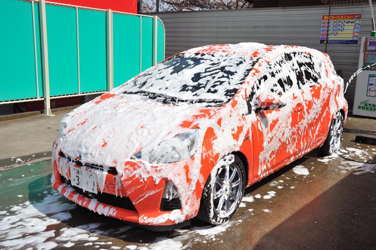 【水だけでの洗車はクルマを傷めるからNG!】シャンプーを使うべき理由3つと正しい洗車方法とは