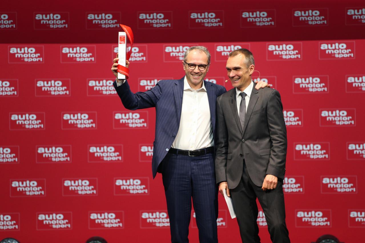ランボルギーニのスーパーSUV「ウルス」がドイツの自動車専門誌「Auto Motor und Sport」の「ベストカー2020」を受賞!