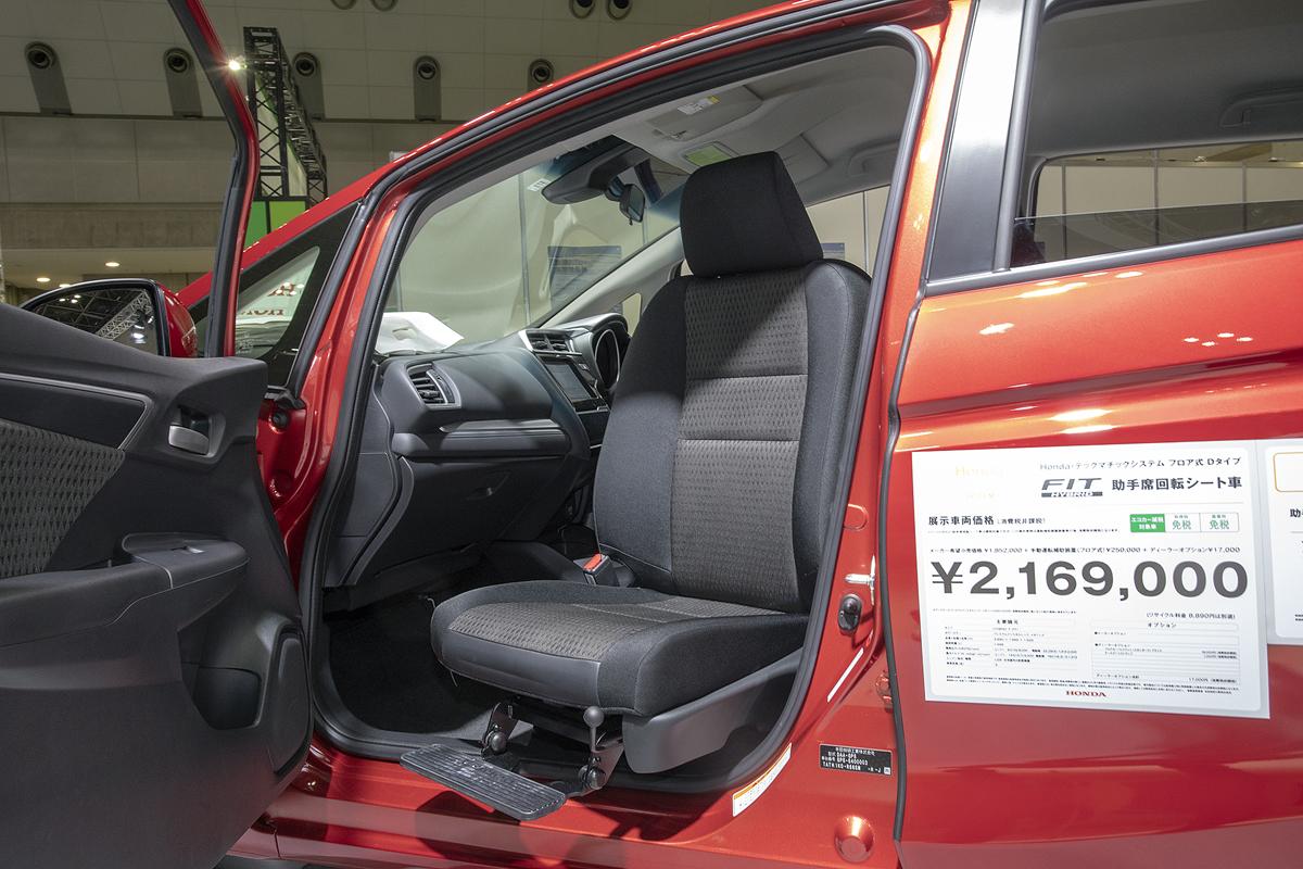 高齢者の自立を促し介護する人への負荷が少ない「助手席回転シート仕様車」
