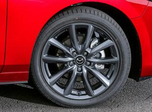 なぜ義務化しない!!? 急増中のパンク事故を防げ「タイヤ空気圧モニタリングシステム」が普及しない理由